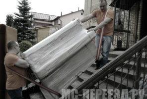 Подъём пианино по лестнице.
